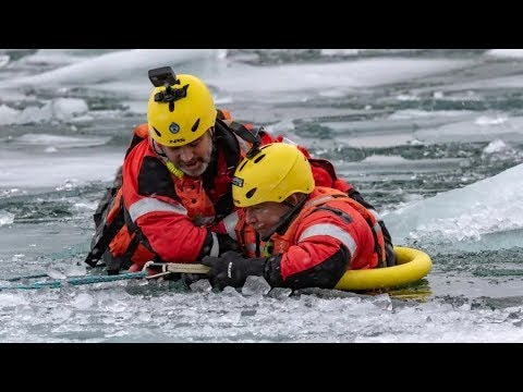360 video: Ice rescue from the victim's perspective