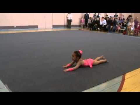 Невероятные гимнастические упражнения 4-х летнего ребенка