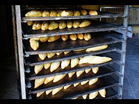 Local Banh mi production: How original Vietnamese baguettes/breads are made