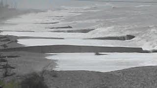 Видео шторма в Абхазии(Видео шторма в Абхазии источник - http://otdyhvabhazii.ru/otdyh-v-abhazii/krasivy-e-vidy-morya-abhazii-iz-okna-poezda Море в Абхазии и железная..., 2014-05-07T14:54:24.000Z)
