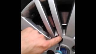 Extraire un écrou de roue