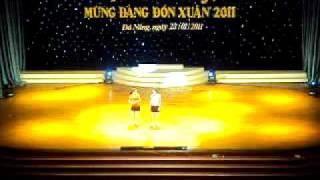 Linh Đan + Thanh Trúc diễn văn nghệ tại nhà hát Trưng Vương Đà Nẵng.