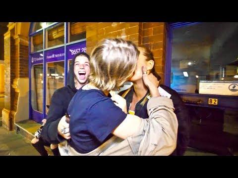 SWEDISH TEEN KISSES AUSTRALIAN MODEL!!