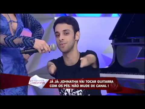 Unbelievable! Young without hands, plays the piano and guitar with his feet in Brazil