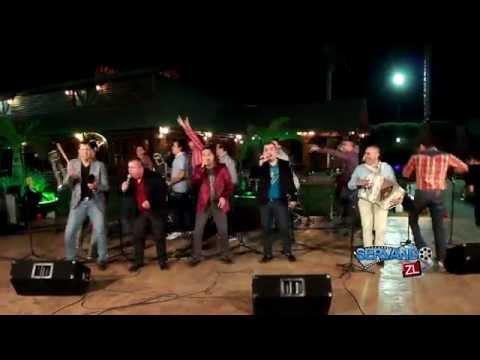 Los Nuevos Rebeldes Ft Banda Renovacion  La Vida Es Un Carnaval En Vivo 2015