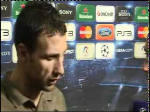 Razvan Rat certat de Mircea Lucescu dupa meciul FC Barcelona-Sahtior Donetk 5-1.avi