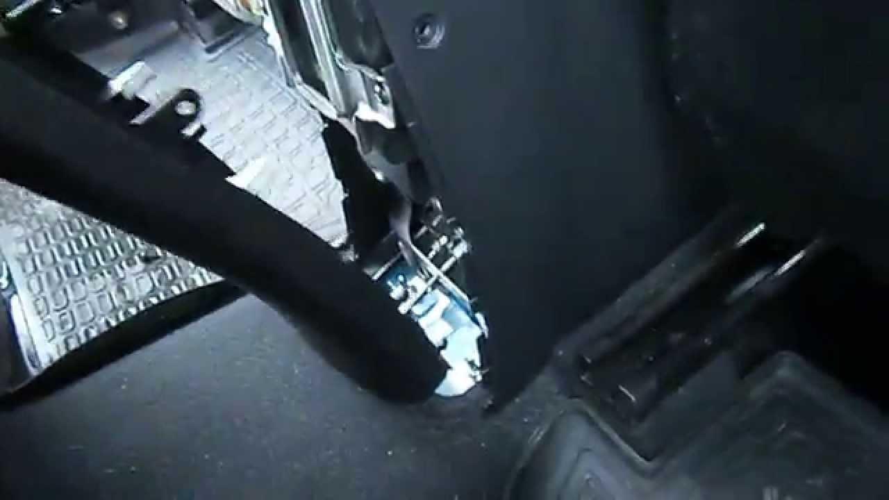 как подтянуть ручник на киа рио 2012 без подлокотника видео