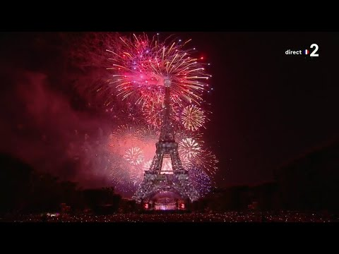 Le bouquet final du feu d'artifice de la Ville de Paris