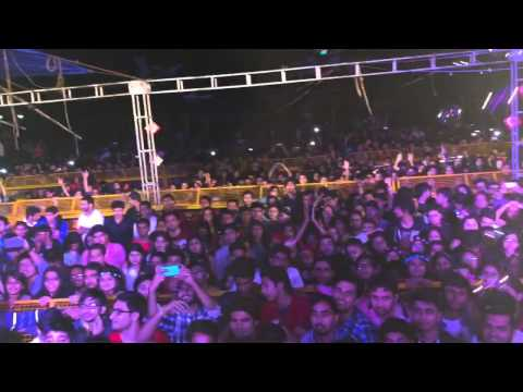 Akcent: Dilemma live in Delhi