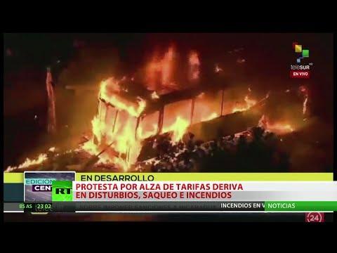 Explosión social en Santiago: Buses quemados, estaciones de metro y edificios en llamas