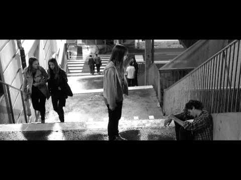LEFT FOOT RIGHT FOOT de Germinal Roaux trailer band annonce français