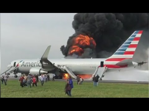 American Airlines Plane Fire at O'Hare Airport [RAW VIDEO]