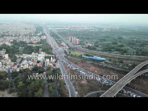 Delhi Metro and road traffic: Laxmi Nagar, Yamuna Bank & Akshardham Metro Stations in a single frame