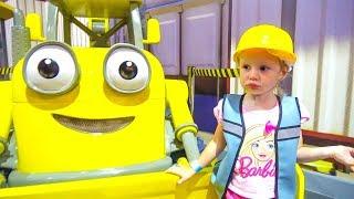 Настя на детской площадке Паровозик Томас и Боб Строитель Видео для детей