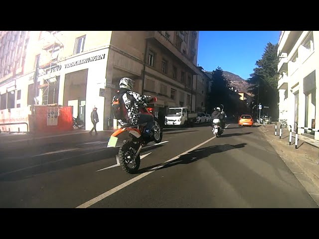 Husqvarna wr is going crazy | Girls afraid of dirtbikes |Ktm-Honda-HM vs Police | Carnival