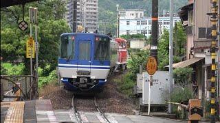 煙を上げながら境線博労町駅を通過するDE10形牽引スーパーはくと2両を撮影(2020/6/26)