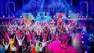 Celebrities & Pro-Dancers Group Dance to