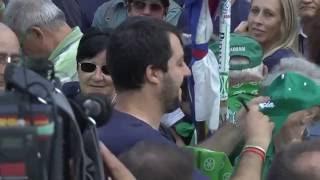 #Pontida2015 -  La folla acclama Matteo #Salvini