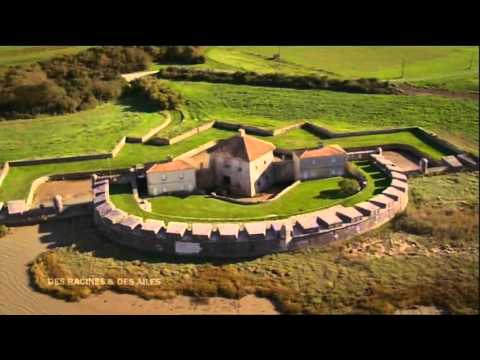 Cette superbe fortification Vauban défend la Charente