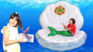 海にピザの配達!?? 人魚 ピザ屋さんごっこ アイス屋さんごっこ 顔の色が変わってる!?? おゆうぎ こうくんねみちゃん thumbnail
