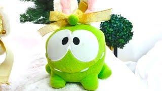 Видео для детей. Ам Ням и Олаф снеговик (мультик Frozen) получили подарки Новый год от Деда Мороза!