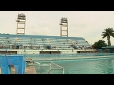 World diving champion Orlando Duque leads workshop for youth in Havana
