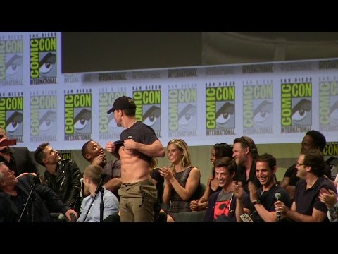 Stephen Amell s Abs to John Barrowman & Hall H SDCC San Diego ComicCon