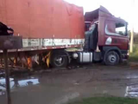 camion encajado coronel pringles