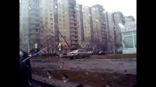 Вся Малая Карпатская улица, СПб, Нечётная сторона, Вид в окно пассажира, Дождливая питерская погода