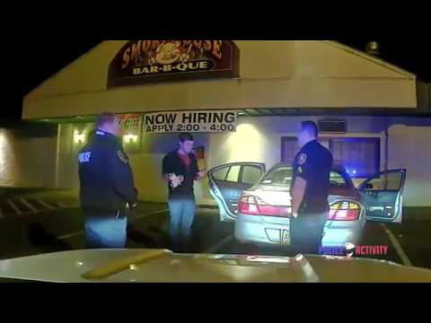 Тест на Трезвость в США! Водитель жонглирует перед полицейскими!