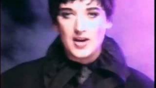 Boy George - The Crying Game (lyrics)