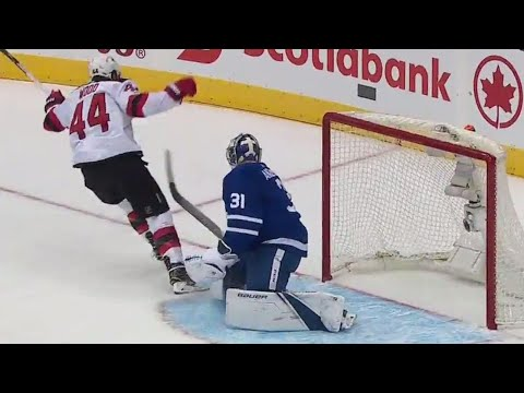 Wood jumps on Maple Leafs mistake for a breakaway goal on Anderson
