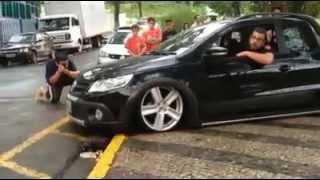 carros rebaixados raspando no chão
