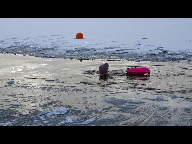 5.2.21 Heidi Wennberg svømmer 2 x 50 m i isvand