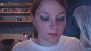 Maquillage gris bleu