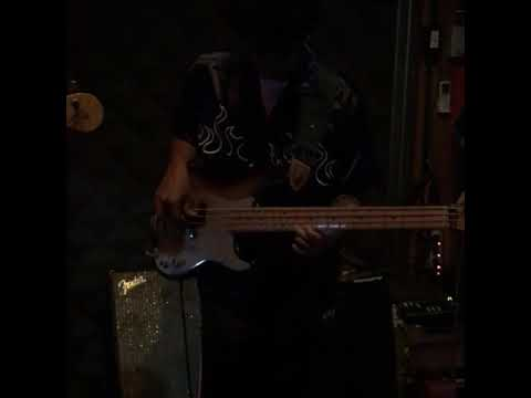 P'Bass solo with sound box envelopes filter & mark bass octave