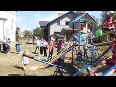 Biserica din Anenii Noi și Ajutorul Creștin din Moldova au lansat un teren de joacă.