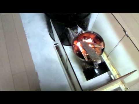 ロケットストーブ型の七輪で燃料はサラダ油です。posted by isssittax4