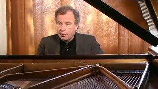 Andras Schiff introduces Bach English Suite No 2 in a minor BWV 807 (2003)