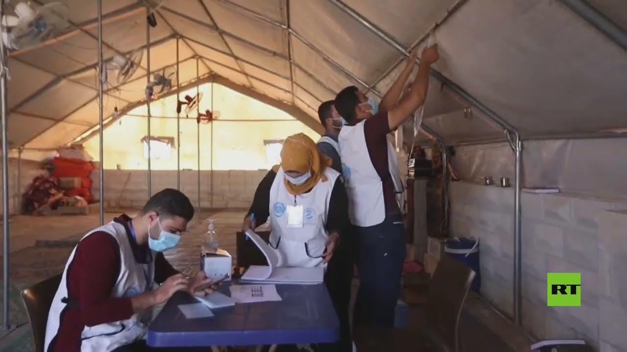 سوريون في إدلب يتلقون تطعيما ضد فيروس كورونا  - نشر قبل 24 ساعة