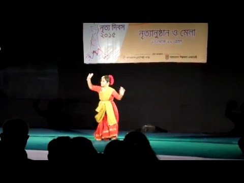 Nachoto Dekhi Amar Putul sona - Dance on song of Antara Chowdhury