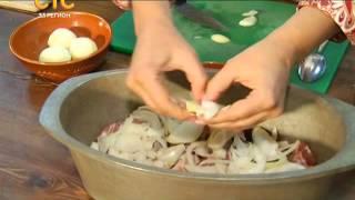 Трактир Околица. Рецепт  Запеченные свиные ребра, карпаччо из помидор, солянка из квашенной капусты