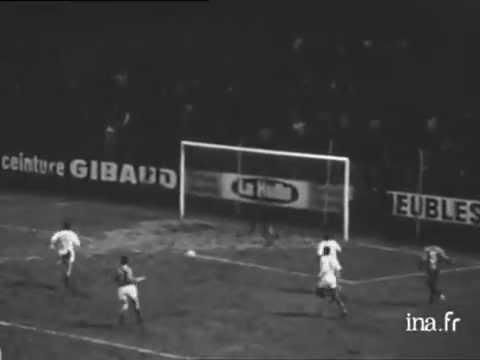Football 1970 : Saint Etienne contre l'équipe nationale du Maroc - Archive vidéo INA