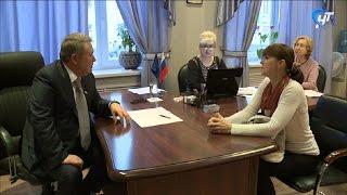 В рамках декады личных приемов граждан с жителями области общался Александр Коровников