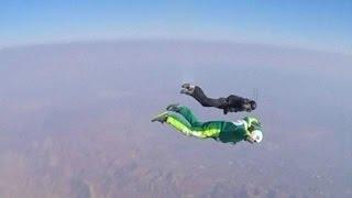 فيديو..أول إنسان يقفز من ارتفاع 7 كيلو بدون مظلة