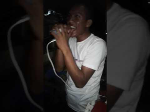 Sutomo live sing karaoke