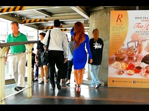 Siam Skywalk 2017 - Walking to Siam BTS Station - Bangkok, Thailand