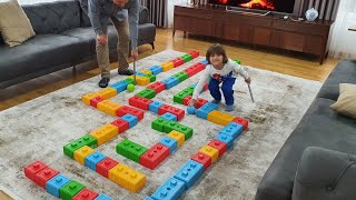 Fatih Selim ile babası  surviver parkuru kurdu. Top'ları bitiş noktasına ulaştırmaya çalışıyor