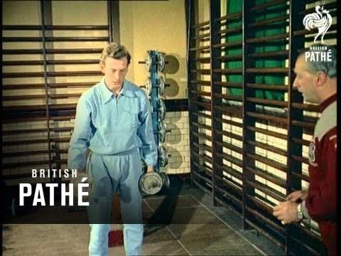 Strongman Hairstylist (1959)