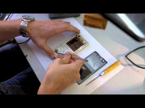 Разбираем Sony Xperia Z1 Compact.